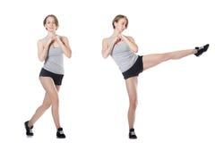 Mujer deportiva que hace ejercicios de la aptitud Imagenes de archivo