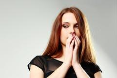Mujer deprimida joven que mira abajo Imagen de archivo
