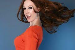 Mujer despreocupada con el pelo largo en el movimiento Fotografía de archivo libre de regalías