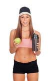 Mujer después de su entrenamiento, sacudida de consumición de la proteína y con un app Imágenes de archivo libres de regalías