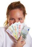 Mujer detrás del ventilador del dinero euro Foto de archivo libre de regalías
