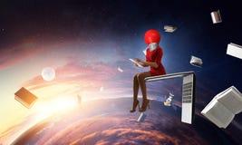 Mujer dirigida de la bombilla Concepto de la eficacia del negocio imagen de archivo libre de regalías