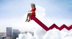 Mujer dirigida libro Concepto de la eficacia del negocio T?cnicas mixtas fotografía de archivo