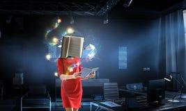 Mujer dirigida libro Concepto de la eficacia del negocio T?cnicas mixtas fotografía de archivo libre de regalías