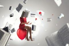 Mujer dirigida libro Concepto de la eficacia del negocio T?cnicas mixtas imágenes de archivo libres de regalías