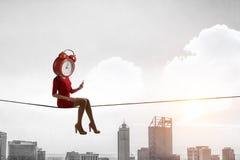 Mujer dirigida reloj Concepto de la eficacia del negocio T?cnicas mixtas fotografía de archivo libre de regalías