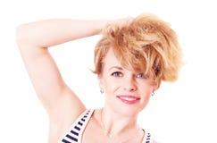 Mujer divertida alegre con el pelo lanudo Fotos de archivo
