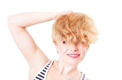 Mujer divertida alegre con el pelo lanudo Fotos de archivo libres de regalías