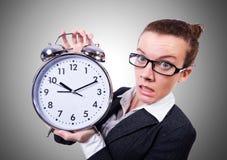 Mujer divertida con el reloj en el blanco fotos de archivo libres de regalías