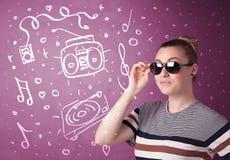Mujer divertida feliz con las sombras y los medios iconos dibujados mano Foto de archivo libre de regalías