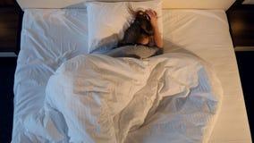 Mujer durmiente Primer Tiroteo desde arriba 4K metrajes