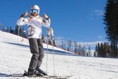 Mujer el vacaciones del esquí Imagen de archivo libre de regalías