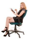 Mujer elegante con el panel táctil del ordenador de la PC de la tableta Fotografía de archivo