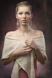 Mujer elegante con pelo-estilo creativo Fotos de archivo