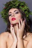 Mujer elegante de la moda de la Navidad Peinado y maquillaje del Año Nuevo de Navidad Señora magnífica del estilo de Vogue con la Imagen de archivo