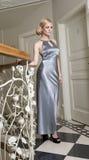 Mujer elegante rubia en hotel luxory Fotografía de archivo libre de regalías