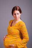 Mujer embarazada adorable Imagen de archivo