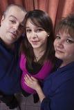 Mujer embarazada con sus padres Imagen de archivo