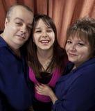 Mujer embarazada con sus padres Fotografía de archivo