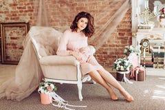 Mujer embarazada de la belleza Vientre embarazado foto de archivo