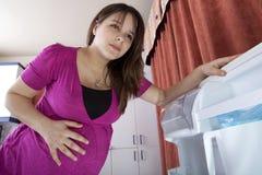 Mujer embarazada de los jóvenes Fotos de archivo