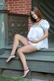 Mujer embarazada de los jóvenes Imagen de archivo