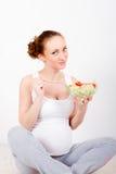Mujer embarazada de los jóvenes Imágenes de archivo libres de regalías