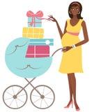 Mujer embarazada de los jóvenes con los regalos Imagen de archivo