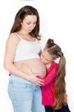 Mujer embarazada de los jóvenes con su hija  Imagen de archivo