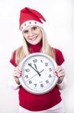 Mujer embarazada del pánico con el sombrero y el reloj de la Navidad Imagenes de archivo