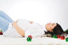 Mujer embarazada durmiente Fotografía de archivo libre de regalías