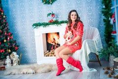 Mujer embarazada en Año Nuevo y la Navidad Imagen de archivo