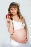 Mujer embarazada en el fondo blanco Fotografía de archivo