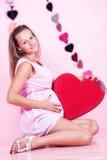 Mujer embarazada en estudio Imágenes de archivo libres de regalías