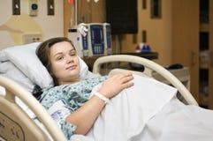 Mujer embarazada en hospital Foto de archivo libre de regalías