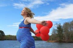 Mujer embarazada feliz Fotografía de archivo libre de regalías