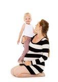 Mujer embarazada feliz con la hija Fotografía de archivo libre de regalías