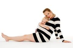 Mujer embarazada feliz con la hija Fotos de archivo libres de regalías