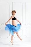 mujer embarazada feliz del concepto del deporte de la aptitud del embarazo Foto de archivo