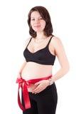 Mujer embarazada hermosa con la cinta roja Fotos de archivo