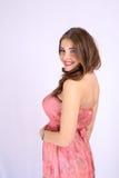 Mujer embarazada hermosa joven con los pechos grandes y el pelo sano Fotos de archivo libres de regalías