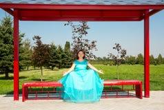 Mujer embarazada hermosa que medita con el vientre grande Fotos de archivo libres de regalías