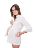 Mujer embarazada joven en el fondo blanco Fotos de archivo libres de regalías