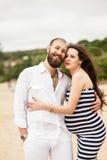 Mujer embarazada joven hermosa con el hombre fotos de archivo libres de regalías