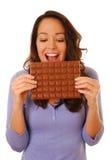 Mujer emocionada con el chocolate Fotos de archivo libres de regalías