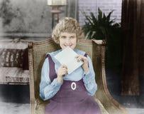 Mujer emocionada con la letra (todas las personas representadas no son vivas más largo y ningún estado existe Garantías del prove fotografía de archivo libre de regalías