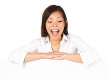 Mujer emocionada de la cartelera Imágenes de archivo libres de regalías