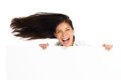Mujer emocionada de la cartelera imagen de archivo