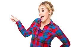 Mujer emocionada que señala en algo Imagen de archivo