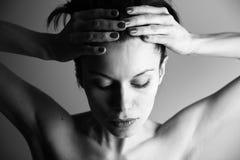 Mujer emocional joven de Elegante Foto de archivo libre de regalías